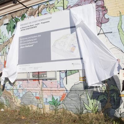 Baubegiin Conradsberg - Enthüllung des Bauschildes am 16.10.2017